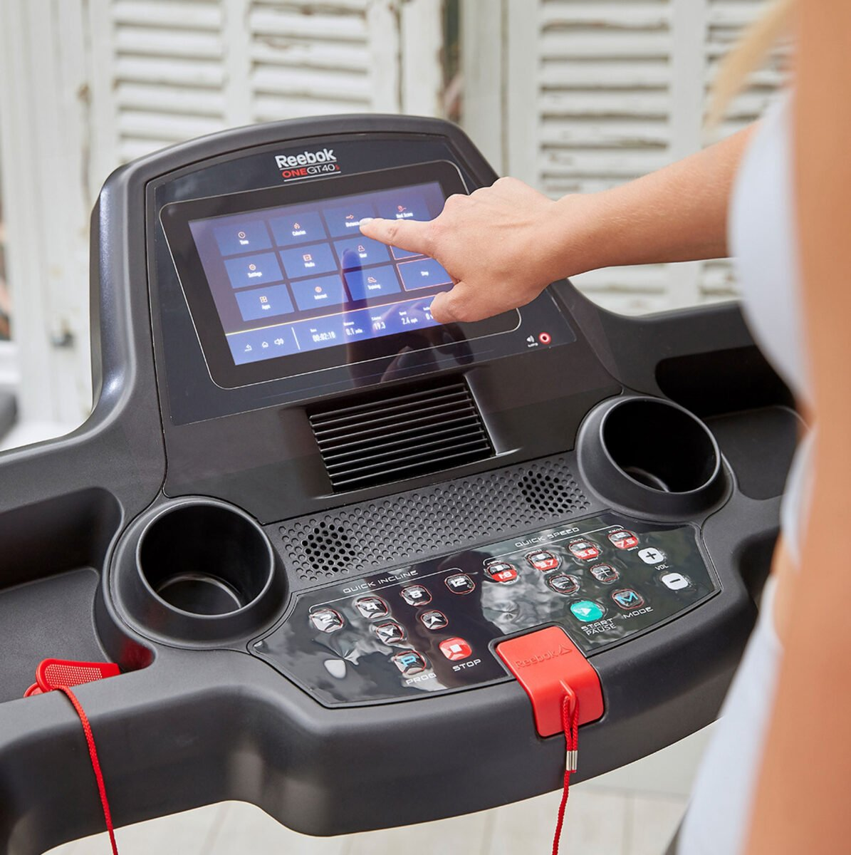 Using Reebok GT40s Touch Screen Treadmill touch screen features