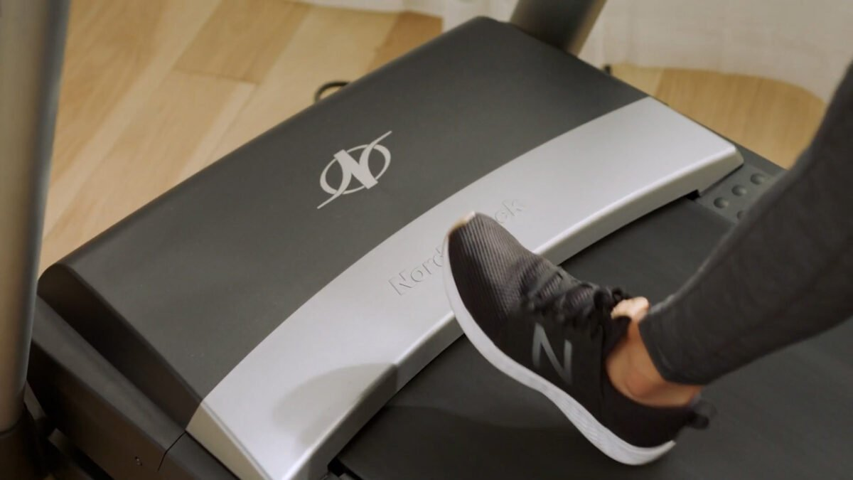 Wide running track NordicTrack S 20i Treadmill