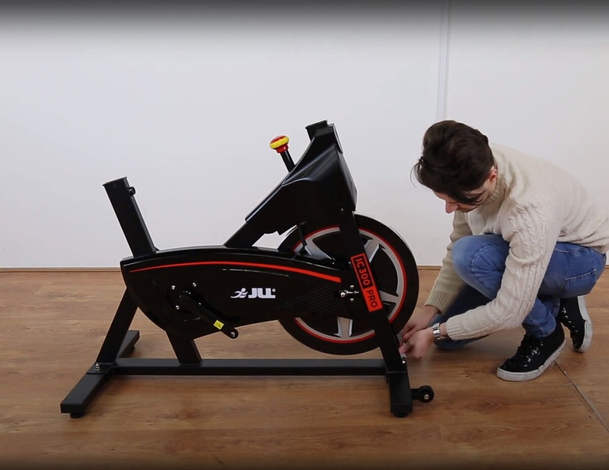 Construction pf the JLL IC300 Indoor Exercise Bike