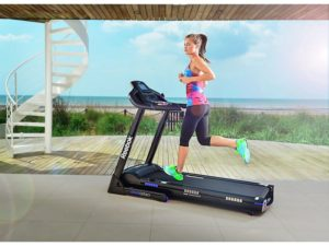 girl on reebok gt60 treadmill