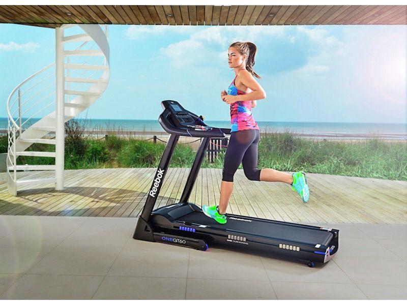 girl on reebok gt60 treadmill